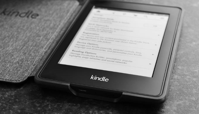 読書で目が疲れる人にオススメ!目に優しいタブレットはAmazon Kindleで決まり