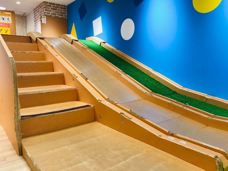 「nico ground 錦糸町」人工芝滑り台