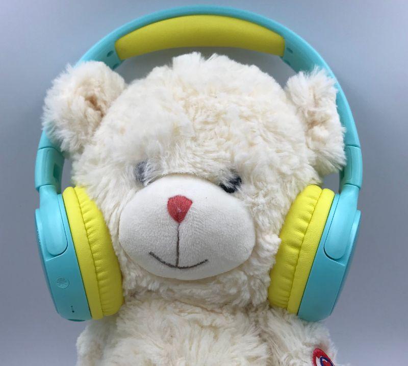SoundPEATS Kidsを装着したぬいぐるみ