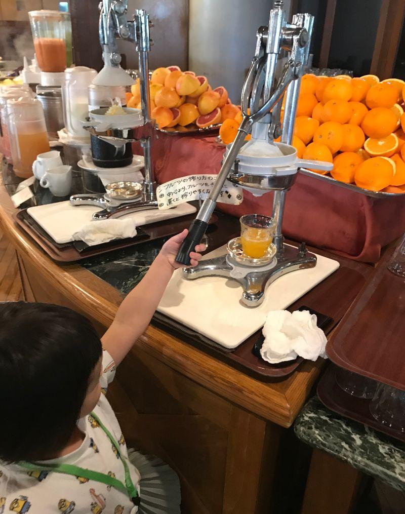ココガーデンリゾート朝食の生搾りジュース